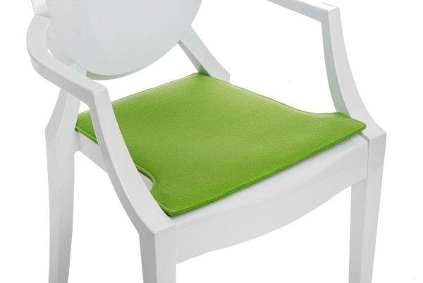 kopfkissen auf den stuhl hell gr n gr n m bel stuhlkissen. Black Bedroom Furniture Sets. Home Design Ideas